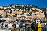 Découvre à travers port à flanc de colline, Menton, Alpes-Maritimes, Côte d'Azur, Provence, Côte d'Azur, France, Méditerranée, Europe