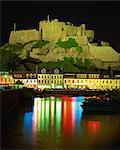 Mont-Orgueil et du port de nuit, Gorey, Jersey, îles anglo-normandes, Royaume-Uni, Europe