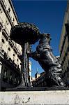 Statue d'un ours, emblème de Madrid, Plaza Puerto del Sol, Madrid, Espagne, Europe