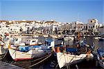 Le port de pêche des bateaux, la ville de Mykonos, l'île de Mykonos, Cyclades, Grèce, Europe
