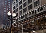 El train sur le système de train surélevé, The Loop, Chicago, Illinois, États-Unis d'Amérique, l'Amérique du Nord