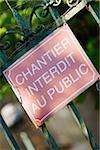 Gros plan d'une information board, la cathédrale du Mans, Le Mans, France