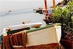 Bateau amarré au bord de la mer, Marina Grande, Capri, Sorrento, péninsule de Sorrente, Province de Naples, Campanie, Italie