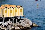 Maisons de vue grand angle sur échasses, Marina Grande, Capri, Sorrento, péninsule de Sorrente, Province de Naples, Campanie, Italie