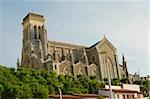 Vue d'angle faible d'une cathédrale, Eglise Sainte Eugénie, Biarritz, France