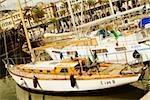 Bateaux à quai dans un port, Porto Antico, Gênes, Italie