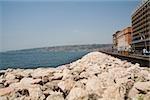 Pierres au bord de la mer, Via Partenope, baie de Naples, Naples, Province de Naples, Campanie, Italie