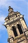 Vue d'angle faible d'une cathédrale, la cathédrale du Mans, Le Mans, France