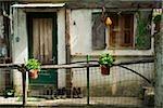Clôture à mailles en face d'une maison, Vernazza, La Spezia, Ligurie, Italie