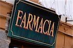 Vue d'angle faible d'une enseigne commerciale, Riviera italienne, Parc National des Cinque Terre, RioMaggiore, Cinque Terre, La Spezia, Ligurie, Italie