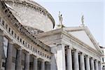 Vue d'angle faible d'une église, la basilique Di San Francesco Di Paola, Naples, Province de Naples, Campanie, Italie