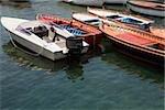 Vue d'angle élevé de bateaux à quai dans un port, la baie de Naples, Naples, Province de Naples, Campanie, Italie