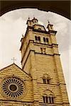 Vue d'angle faible d'une cathédrale, cathédrale de Gênes, Gênes, Ligurie, Italie
