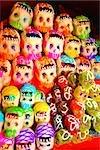 Masques à un étal de marché, Xochimilco, Mexique
