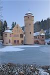 Schloss Mespelbrunn im Winter, Mespelbrunn, Bayern, Deutschland