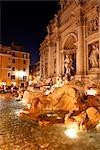 Trevi-Brunnen in der Abenddämmerung, Rom, Italien