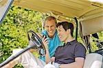 Hommes de Golf Cart lecture Message texte