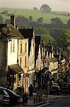 High Street, Burford, Oxfordshire, en Angleterre, la région des Cotswolds, Royaume-Uni, Europe