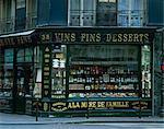 Façade de magasin de vins, Paris, France, Europe