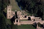 Vue aérienne de l'abbaye de fontaines, patrimoine mondial de l'UNESCO, Yorkshire, Angleterre, Royaume-Uni, Europe