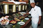 Buffet touche finale du chef aux fruits de mer, la Havane, Cuba, Antilles, Amérique centrale