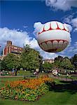 Le œil de Bournemouth dans les jardins de la basse, le ballon captif permet chevauche jusqu'à 500 pieds au-dessus de la ville, Bournemouth, Dorset, Angleterre, Royaume-Uni, Europe