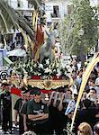 Statue de Jésus dans la procession du dimanche des rameaux, représentant Jésus et son entrée triomphale à Jérusalem, portée sur les épaules de jeunes hommes, Mijas, Malaga, Andalousie (Andalousie), Espagne, Europe