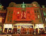 Extérieur du théâtre Apollo éclairée la nuit, Shaftesbury Avenue, Londres, Angleterre, Royaume-Uni, Europe