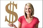 Frau hält Dollar symbol