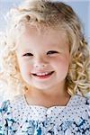 kleines Mädchen lächelnd