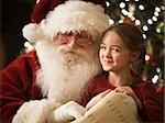 Weihnachtsmann mit einem kleinen Mädchen auf dem schoss