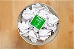 Papier froissé pour le recyclage dans la corbeille à papier, Allemagne