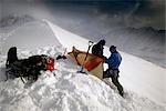 Paysage de montagne grimpeurs Camp montagnes Chugach centre-sud de l'Alaska tempête hiver