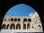 Statue en Cour à l'intérieur du Palais des grands maîtres, vieille ville de Rhodes, Rhodes, îles du Dodécanèse, Grèce.
