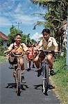 Enfants vélo page d'accueil de l'école, Bali, Indonésie