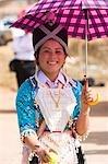 Une jeune fille portant un costume traditionnel de Hmong à la nouvelle année festival, Phonsavan, Laos