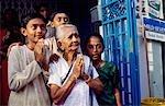 Famille hindoue, prier, Thaipusam festival, Penang, Malaisie