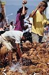 Casser la noix de coco pour la prospérité, du Festival de Thaipusam, Penang, Malaisie