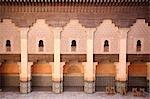 Chaises de mur de Ben Youssef Madrassa, Marrakech, Maroc