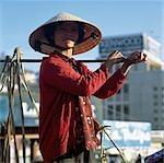 Femme portant des paniers de l'épaule, Dalat, Vietnam
