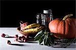 Kürbis, Kräuter, Gemüse und Mason Gläser