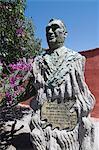 Statue of singer Don Pedro, San Miguel de Allende (San Miguel), Guanajuato State, Mexico, North America
