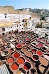 Vue surélevée sur cuves de teinture, les tanneries, Fès, Maroc, Afrique du Nord, Afrique