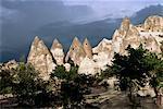 Érosion avec piliers en tuf volcanique, près de Göreme, Cappadoce, Anatolie, Turquie, Asie mineure, Asie