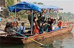 Taxi rivière locale sur la rivière Narmada, Mansour, Madhya Pradesh État, Inde, Asie