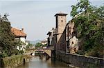 Église de notre dame à droite du vieux pont, Saint Jean Pied de Port, Basque country, Pyrénées-Atlantiques, Aquitaine, France, Europe