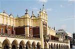 La Halle aux draps (Sukiennice), place du marché (Rynek Glowny), vieille ville (Stare Miasto), Krakow (Cracovie), Site du patrimoine mondial de l'UNESCO, en Pologne, Europe