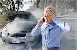 Frustriert geschäftsfrau fordert Hilfe für Raucher Auto