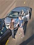 Zwei Männer streiten, Transportschäden Auto Kollision