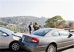 Zwei Männer streiten, Unfallwagen